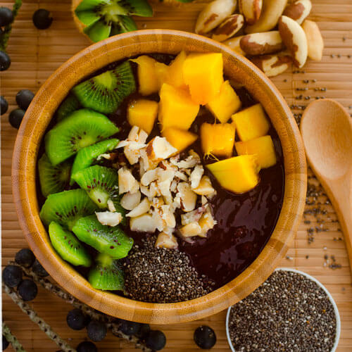 Acai Bowl with Kiwi, Mango and Brazil Nut
